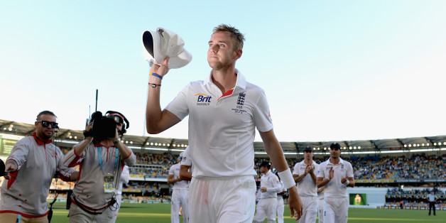 BRISBANE, AUSTRALIA - NOVEMBER 21:  Stuart Broad of England salutes the crowd as he leaves the field after day one of the First Ashes Test match between Australia and England at The Gabba on November 21, 2013 in Brisbane, Australia.  (Photo by Gareth Copley/Getty Images)