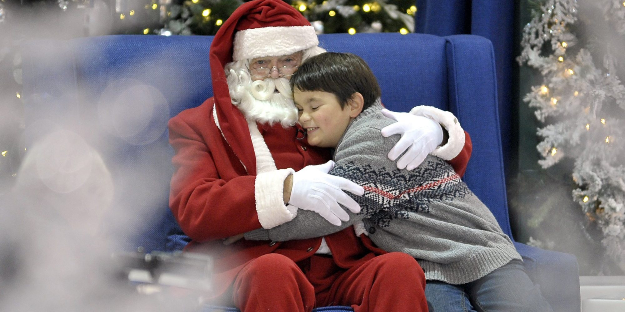 malls now offer quiet santa visits for kids with autism photo huffpost - Santa Claus With Kids