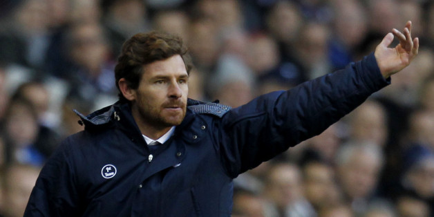 Tottenham Hotspur's Portugese manager Andre Villas-Boas (R) gestures beside Manchester United's Scottish manager David Moyes during the English Premier League football match between Tottenham Hotspur and Manchester United at White Hart Lane in London on December 1, 2013.  The match ended in a 2-2 draw. AFP PHOTO/IAN KINGTON - RESTRICTED TO EDITORIAL USE. NO USE WITH UNAUTHORIZED AUDIO, VIDEO, DATA, FIXTURE LISTS, CLUB/LEAGUE LOGOS OR LIVE SERVICES. ONLINE IN-MATCH USE LIMITED TO 45 IMAGES, NO VI