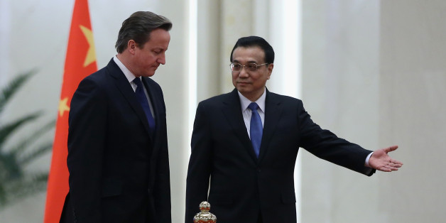 BEIJING, CHINA - DECEMBER 02:  Chinese Premier Li Keqiang (R)  invites British Prime Minister David Cameron (L) to view an honour guard during a welcoming ceremony inside the Great Hall of the People on December 2, 2013 in Beijing, China. At the invitation of Chinese Premier Li Keqiang, British Prime Minister David Cameron will pay an official visit to China from December 2 to 4.  (Photo by Feng Li/Getty Images)