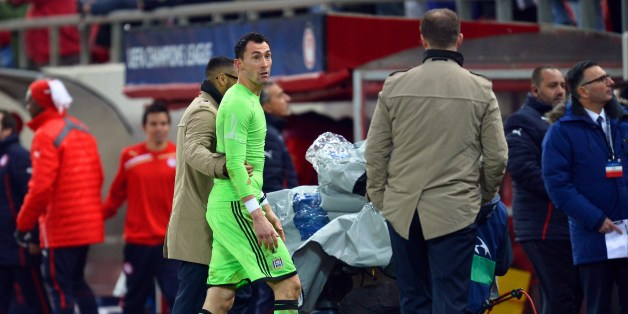 Anderlecht's goalkeeper Silvio Proto is given a red card from referee Wolfang Stark during an UEFA Champions League group C football match between Olympiakos and Anderlecht at the Karaiskaki stadium in Athens on December 10, 2013. AFP PHOTO / ARIS MESSINIS        (Photo credit should read ARIS MESSINIS/AFP/Getty Images)