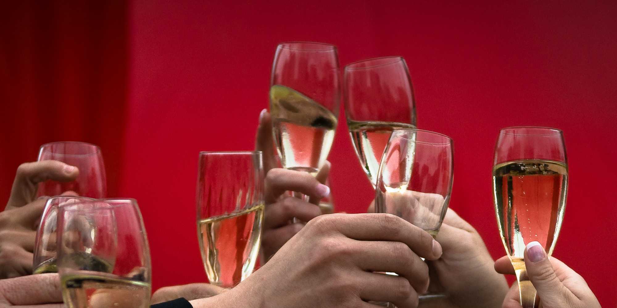 Toasting etiquette dos and donts huffpost solutioingenieria Choice Image