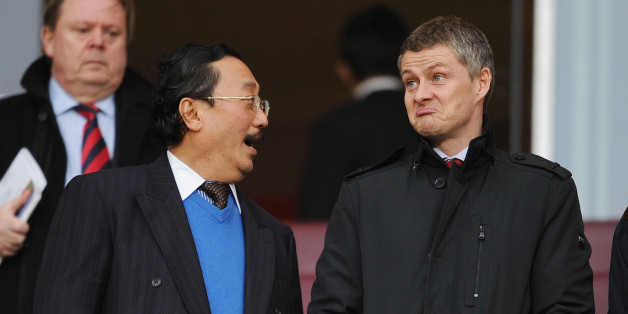 LONDON, ENGLAND - JANUARY 01:  Cardiff City Owner Vincent Tan chats to Ole Gunnar Solskjaer before the match Arsenal against Cardiff City in the Barclays Premier League at Emirates Stadium on January 1, 2014 in London, England.  (Photo by David Price/Arsenal FC via Getty Images)