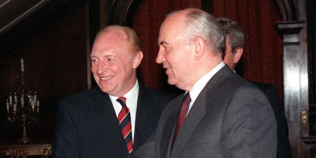 PA NEWS PHOTO 19/7/91  LABOUR LEADER NEIL KINNOCK INTRODUCES SOVIET LEADER MIKHAIL GORBACHEV TO GERARD KAUFMAN, LABOUR FOREIGN AFFAIRS SPOKESMAN AT THE SOVIET EMBASSY IN LONDON