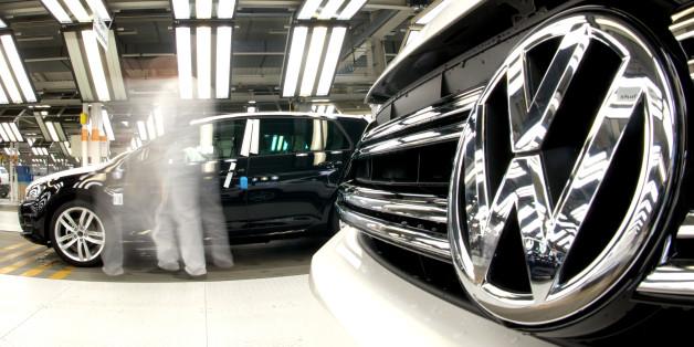 Volkswagen, BMW und Daimler haben seit Donnerstag etwa 50 Milliarden Euro an Aktienwert verloren.
