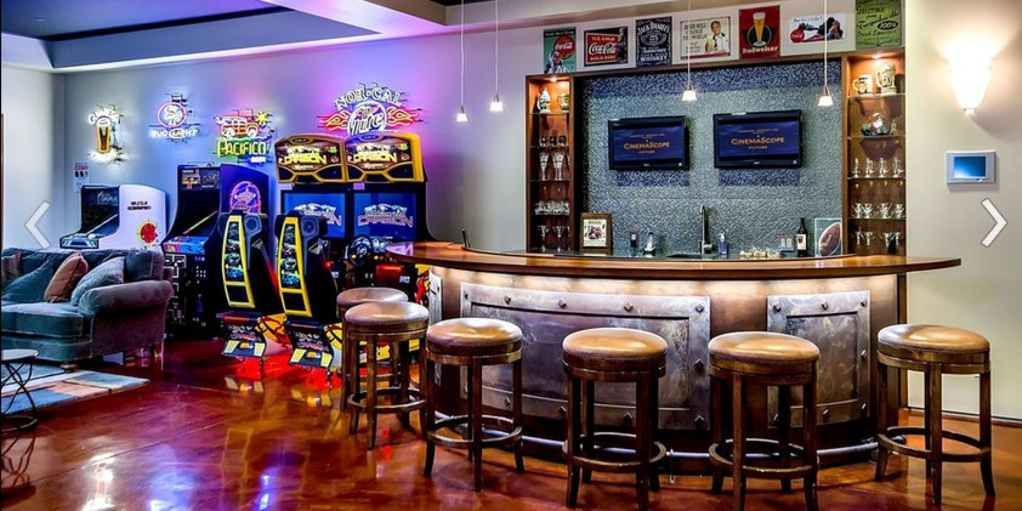 Awesome arcade room with full bar is the room you 39 d never for Room decor jeneration