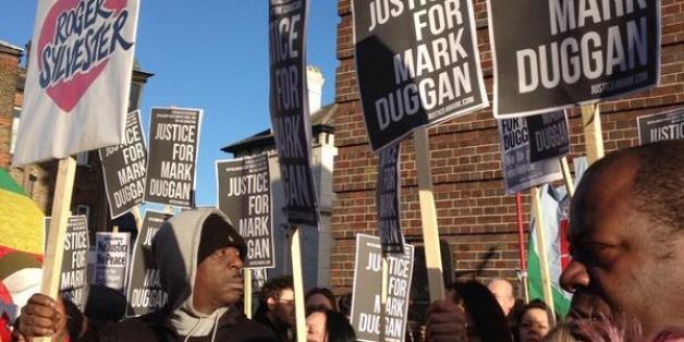 Street scene outside Mark Duggan vigil via @TownsendMark