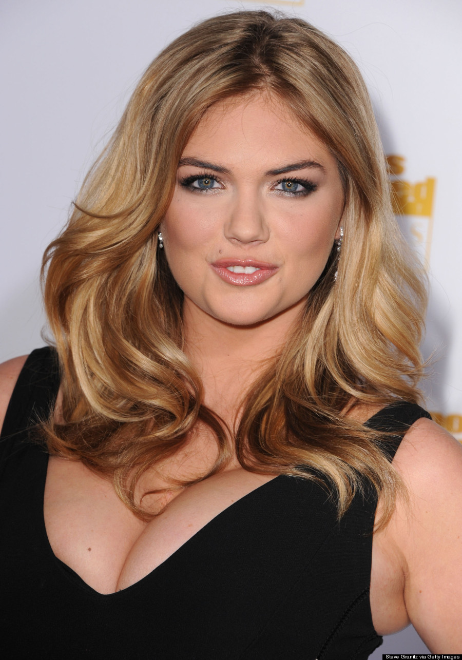 kate upton shows major cleavage at sports illustrated party (photos)