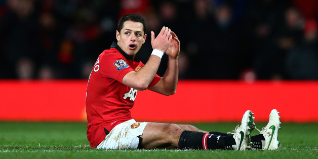 MANCHESTER, ENGLAND - JANUARY 22:  A dejected Javier Hernandez of manchhester United reacts after a missed chance on goal during the Capital One Cup semi final, second leg match between Manchester United and Sunderland at Old Trafford on January 22, 2014 in Manchester, England.  (Photo by Clive Mason/Getty Images)