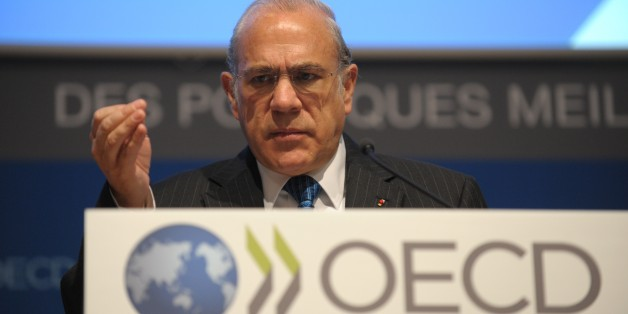 Organisation for Economic Co-operation and Development (OECD) Secretary General Angel Gurria delivers a speech during a press conference on November 19, 2013 to present the Economic Outlook at the OECD headquarters in Paris. Growth in advanced economies will pick up speed this year and next, but mostly at a slower pace than forecast as new risks loom, especially from emerging economies, the OECD said on November 19.  AFP PHOTO / ERIC PIERMONT        (Photo credit should read ERIC PIERMONT/AFP/Ge