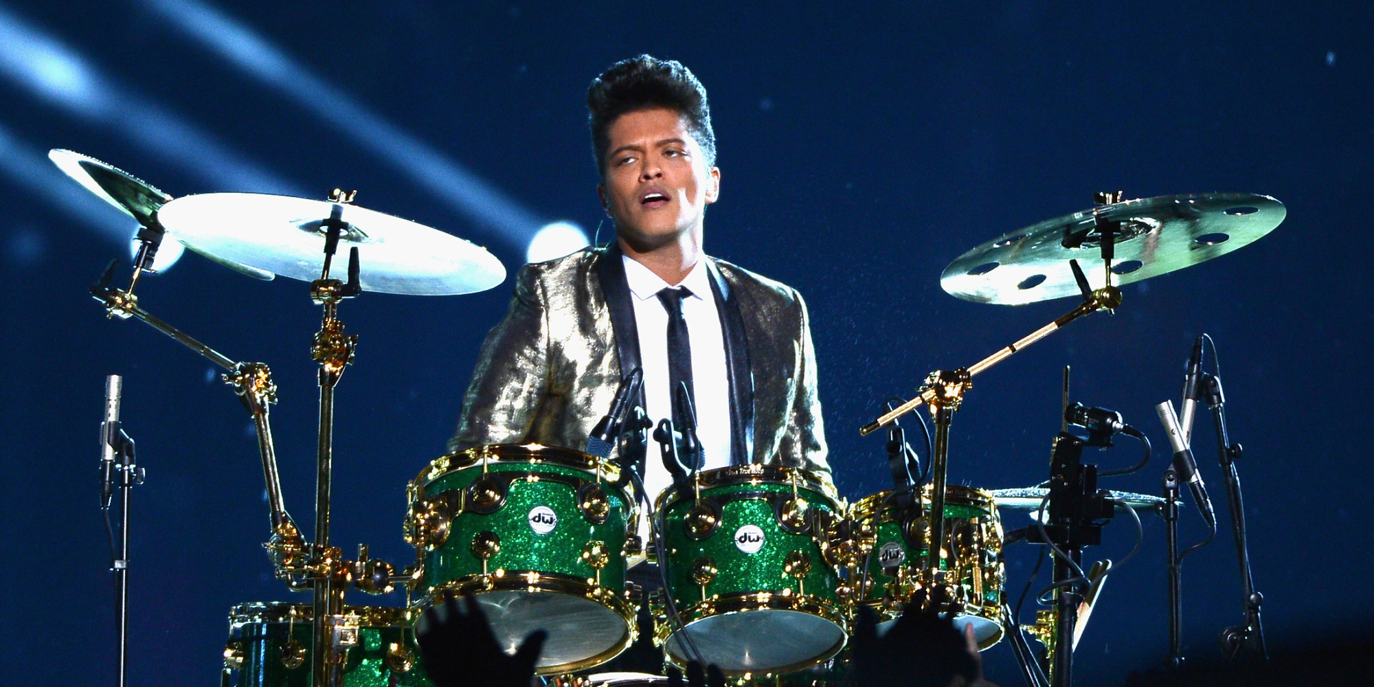 bruno mars slams super bowl critics as 39 disgusting 39 huffpost. Black Bedroom Furniture Sets. Home Design Ideas
