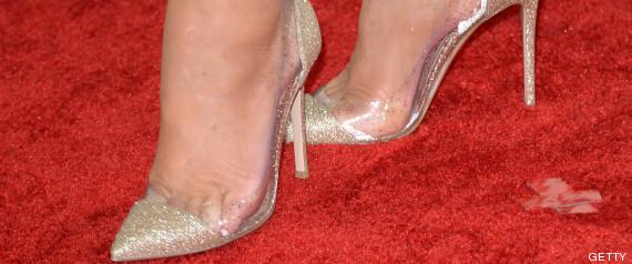 Es el zapato de fiesta preferido por las mujeres. No pasa nunca de moda y  eso a pesar de las críticas que recibe por parte de especialistas y las  propias ... fca8110a974a