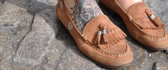 Es el zapato que resulta de combinar el clásico castellano (zapato de  cuero 3a6fddd0ab34