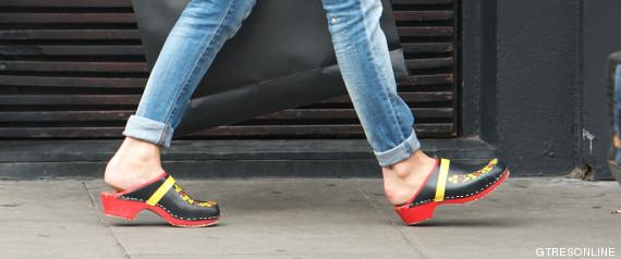 Estos zapatos de origen sueco se han convertido en el calzado típico del  personal sanitario. En las zapaterías hay una variante hecha en piel y con  suela de ... e794db07177f