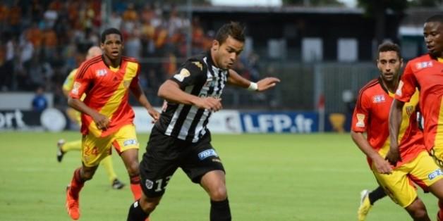 L'attaquant tunisien du SCO d'Angers, Khaled Ayari a inscrit le premier but lors de la qualification de son club face au CA Bastia (ligue 2 français) sur le score de 4 buts à 2 (après prolongations), dans le cadre des huitièmes de finale de la Coupe de France, disputé mardi soir.