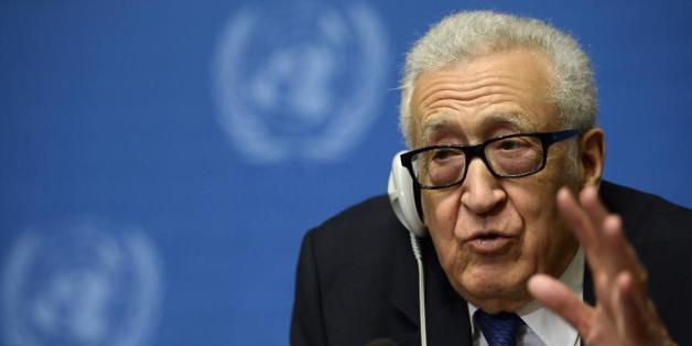 Le médiateur de l'ONU, Lakhdar Brahimi face à la presse le 15 février 2014 à Genève