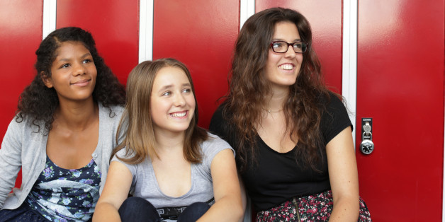 Drei Mädchen, die Antworten haben für die Schule der Zukunft