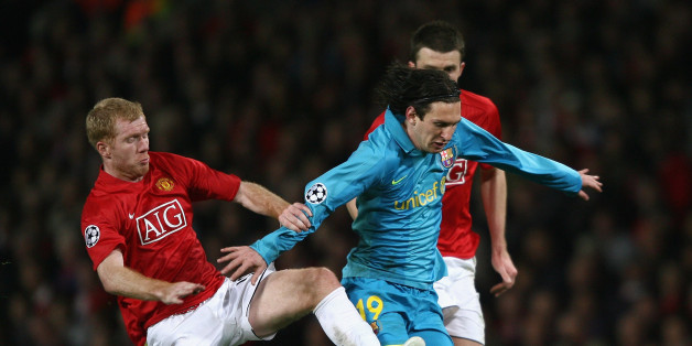 MANCHESTER, UNITED KINGDOM - APRIL 29:  Paul Scholes of Manchester United challenges Lionel Messi of Barcelona during the UEFA Champions League Semi Final, second leg match between Manchester United and Barcelona at Old Trafford on April 29, 2008 in Manchester, England.  (Photo by Clive Brunskill/Getty Images)