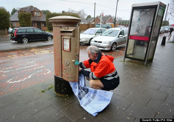 lizzy yarnold gold postbox
