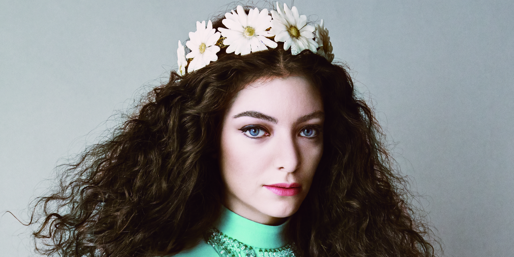 Lorde wears her crown in the march issue of vogue photo huffpost izmirmasajfo