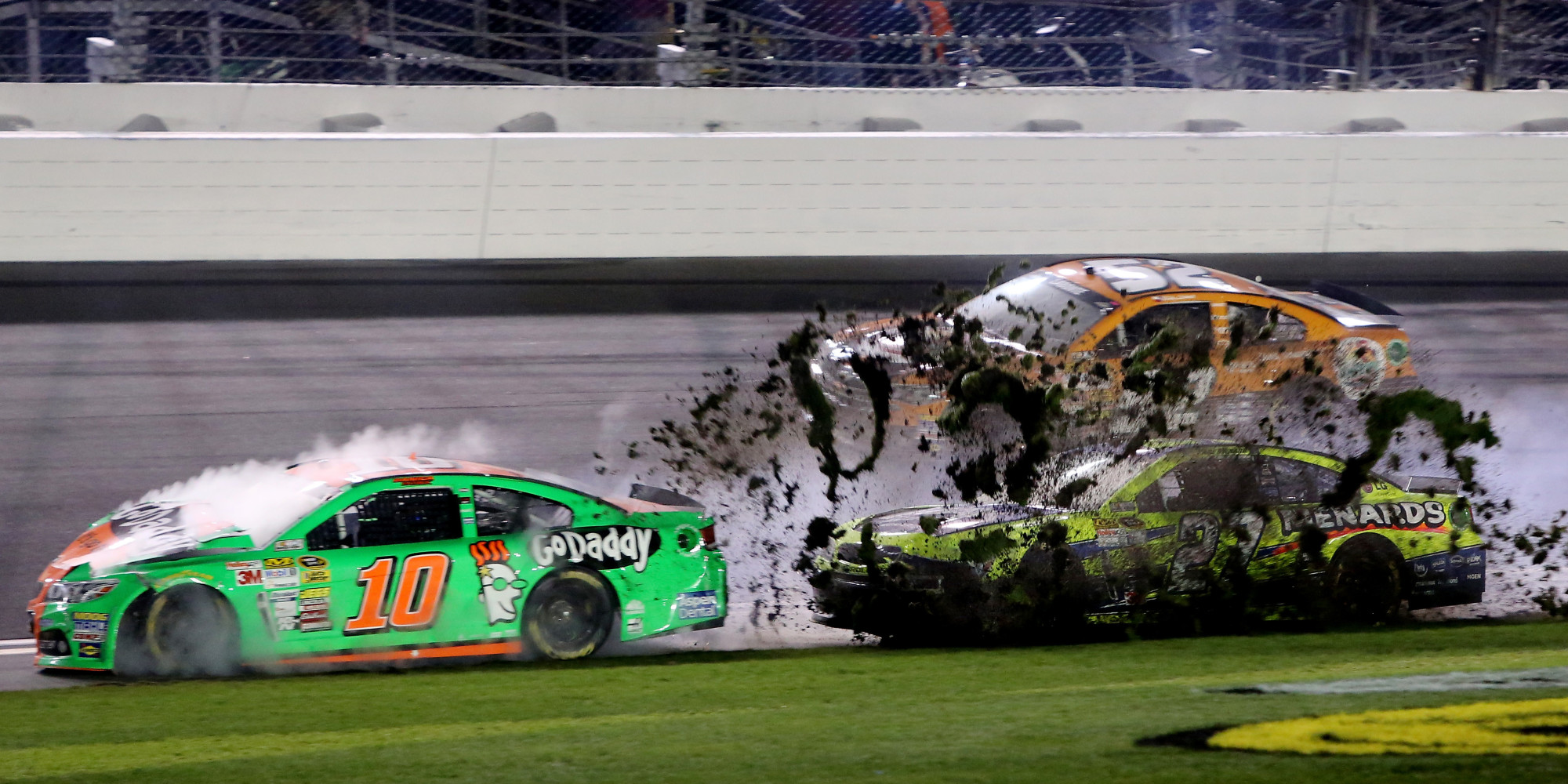 Danica Patrick Crashes Out Of 2014 Daytona 500 After Multi-Car ...