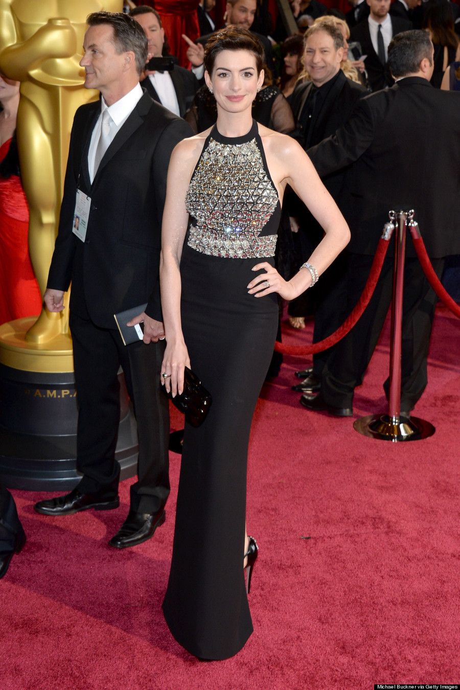 Anne Hathaway Oscars 2014: Gucci Armour Dress Doesn\'t Have Nipple ...