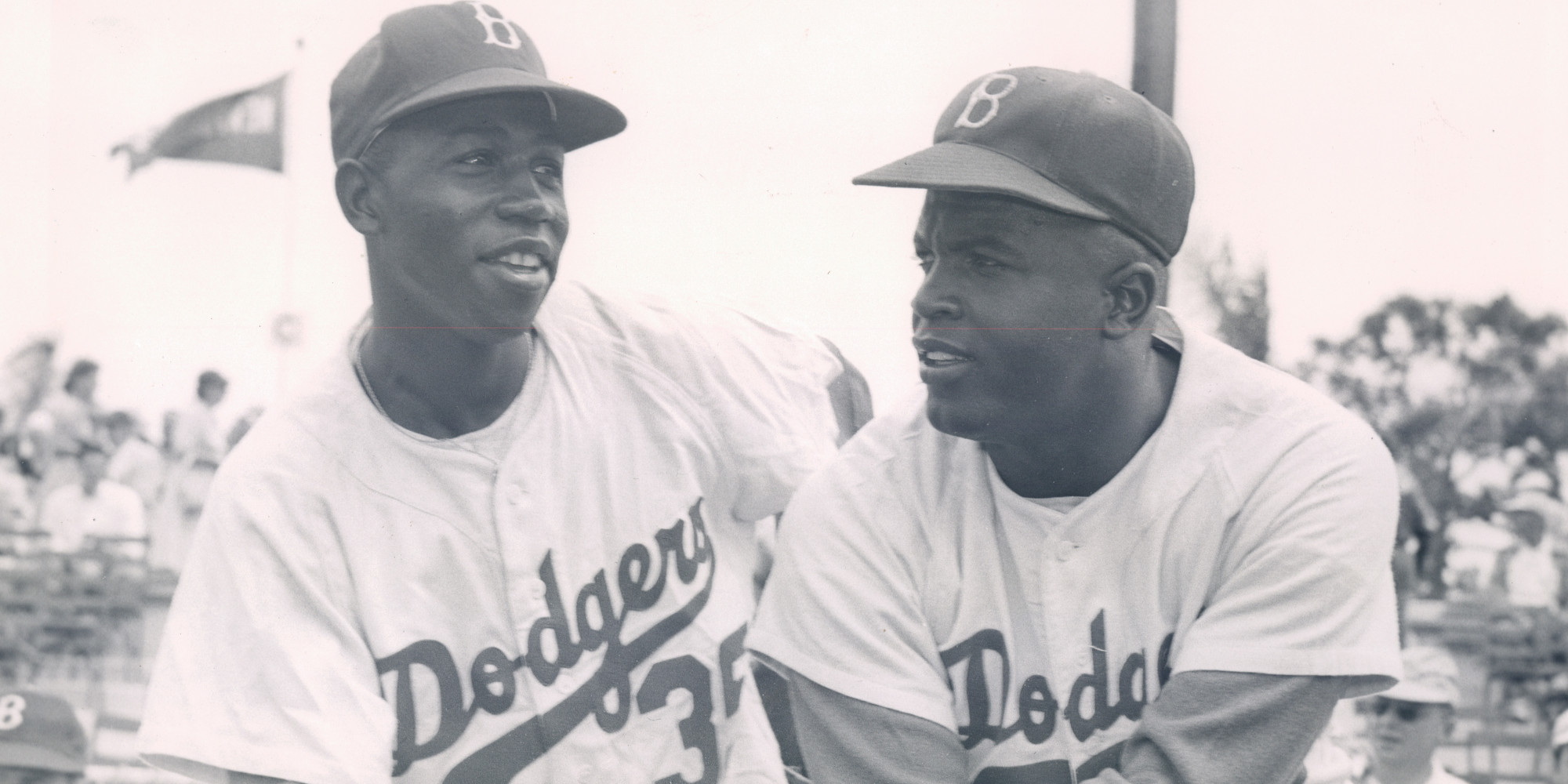 jackie robinson braking the color barrier in Pioneer & civil rights activist, jackie robinson broke the color barrier, becoming the first african american in professional baseball jackie robinson breaks major league baseball's color barrier when he plays first base for the brooklyn dodgers he is later named rookie of the year and featured.