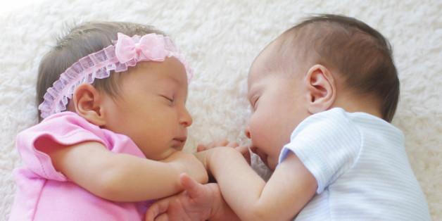 Zwillingsmädchen, die Sex haben