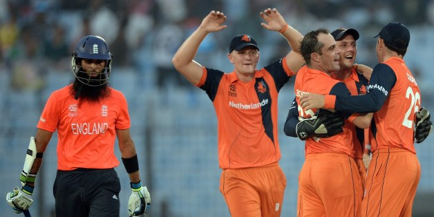 Netherlands cricket captain Peter Borren (C) celebrates the wicket of England batsman Moeen Ali