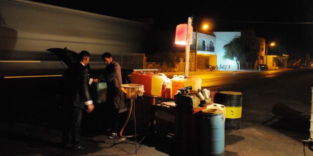 La contrebande d'essence libyenne en Tunisie, une activité lucrative et déstabilisatrice | Nacer Talel pour HuffPost Maghreb