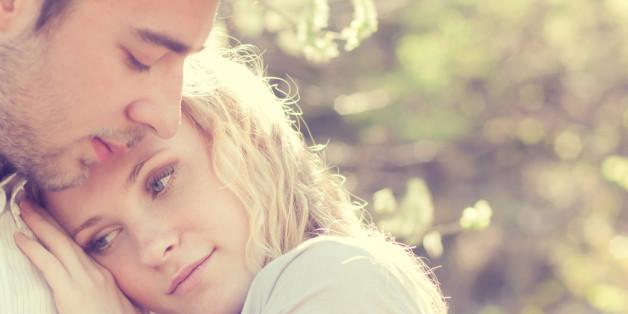 """9 nicht ganz offensichtliche Anzeichen, dass dein Partner nicht """"der Richtige"""" ist."""