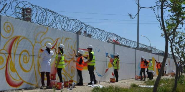 Tunisie: Atelier Peinture Sur Les Murs De La Société Tunisienne De L