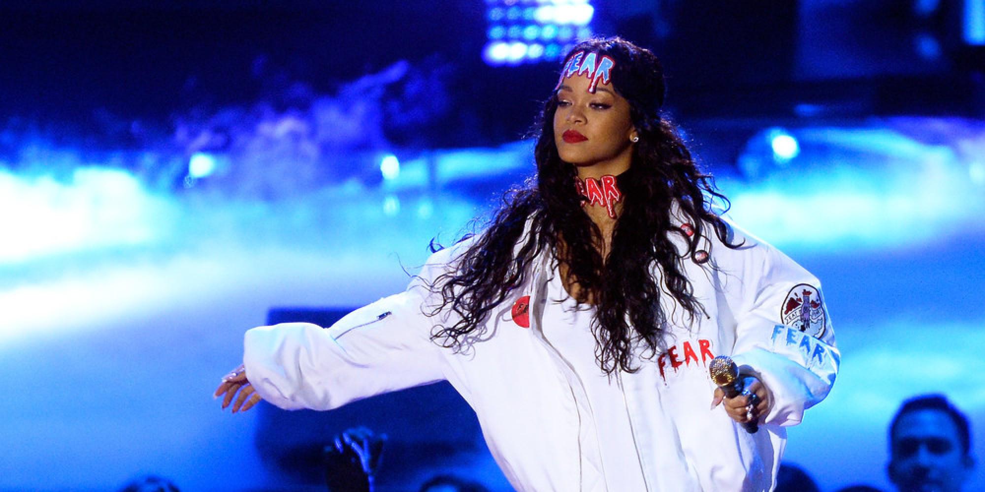 Sia Wrote Rihanna S Diamonds In 14 Minutes Huffpost