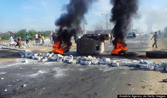 egyptians block highway