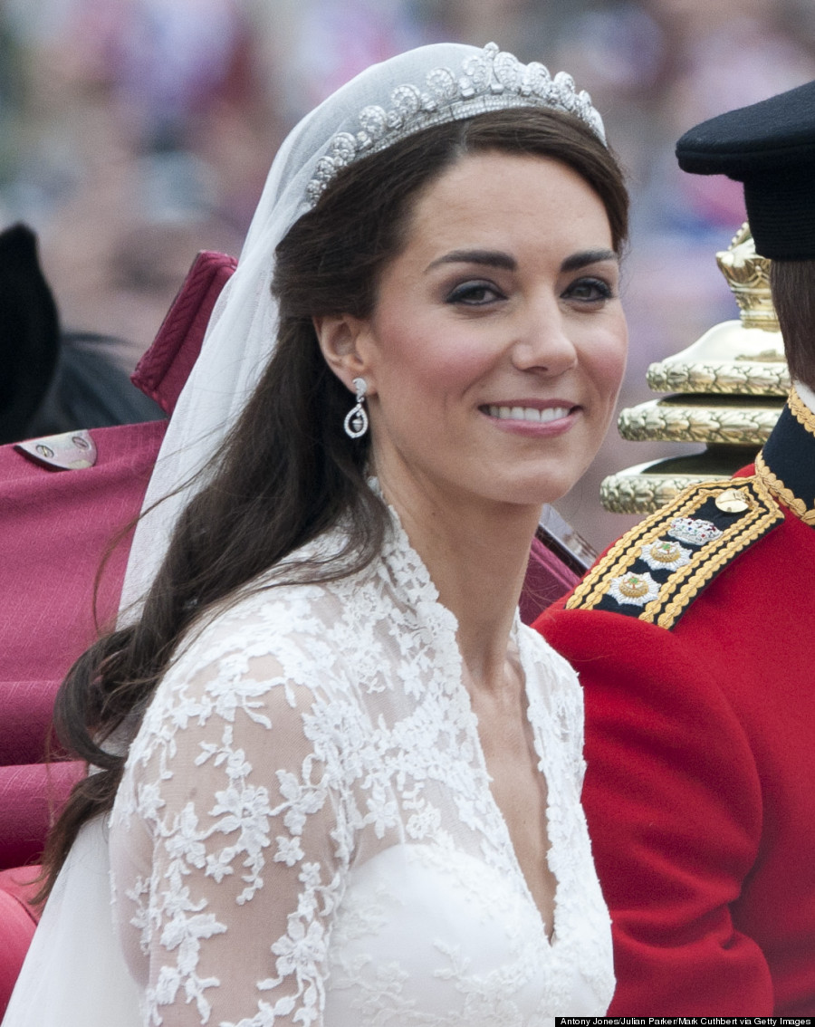 Kate Middleton\'s Wedding Dress Still Holds Up (PHOTOS)