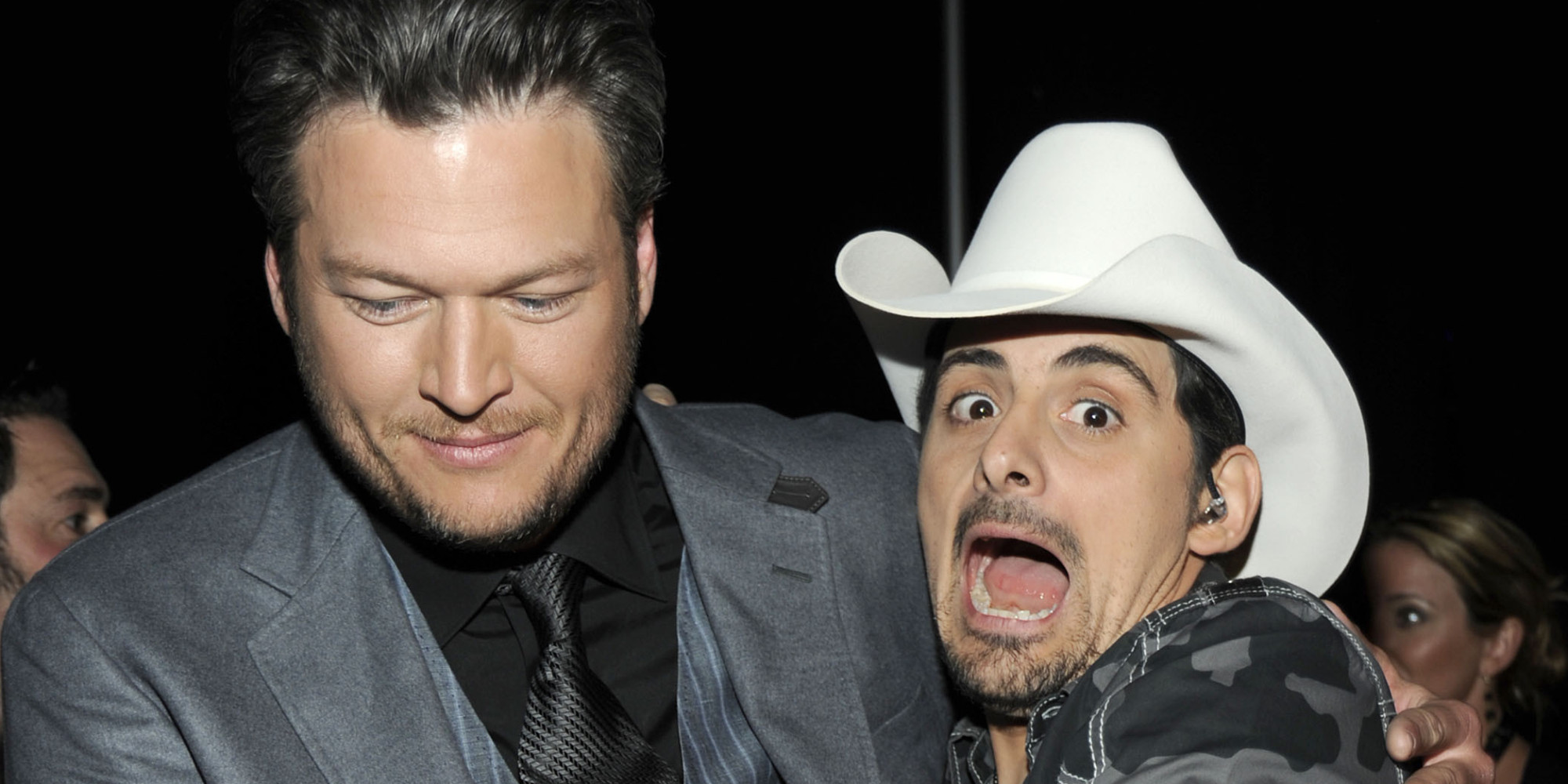 Why brad paisley wants to knee blake shelton 39 in the nuts for Paisley house