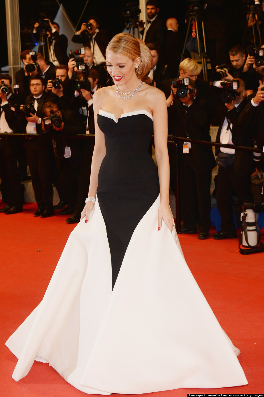 Blake Lively Channels Julia Roberts Oscar Dress At 2014