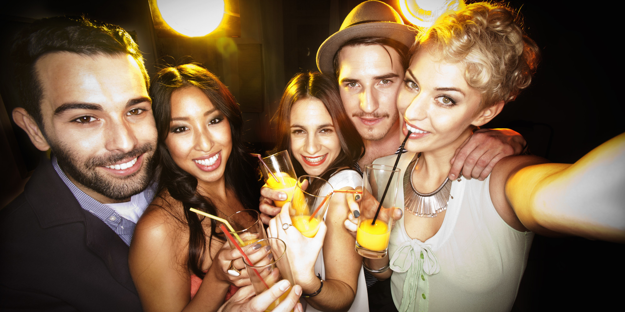 10 parties to throw in your apartment huffpost for Best drinks to have at a party