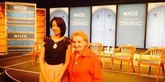"""La présidente de l'association """"Aswat Nissa"""", Ikram Ben Said en compagnie de Madeleine K. Albright lors de la réception de son prix """"Madeleine K. Albright Award"""" à Washington le lundi 19 mai 2014"""