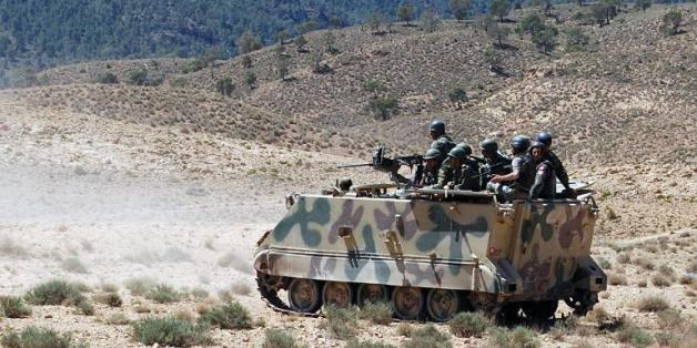 Des soldats tunisiens patrouillent sur le Mont Chaambi le 11 juin 2013