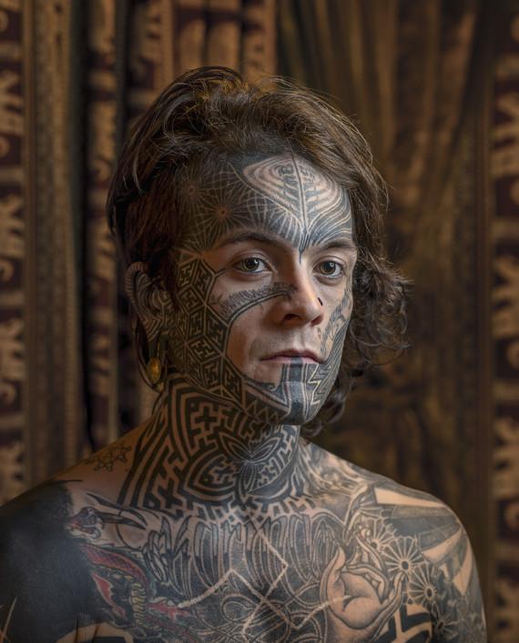 photos tatouage sur le visage les portraits saisissants. Black Bedroom Furniture Sets. Home Design Ideas