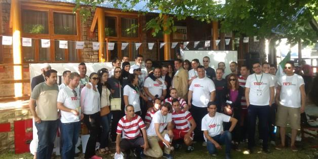 Photo de famille des organisateurs de l'événement (AIESEC Blida et HSBC) et des intervenants