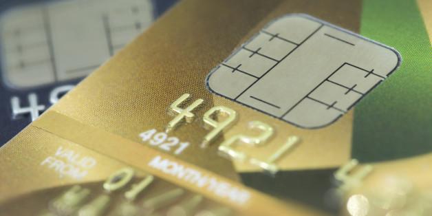 Unverantwortlich: Wie Banken mit Kreditkarten in die Schuldenfalle locken.
