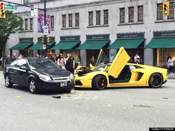 Ouch Lamborghini Crashes In Downtown Vancouver Huffpost Canada
