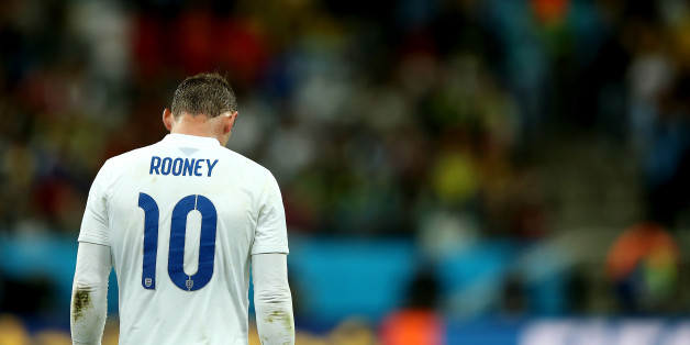 SAO PAULO, BRAZIL - JUNE 19:  A dejected Wayne Rooney  of England walks on after losing to Uruguay 2-1 during the 2014 FIFA World Cup Brazil Group D match between Uruguay and England at Arena de Sao Paulo on June 19, 2014 in Sao Paulo, Brazil.  (Photo by Richard Heathcote/Getty Images)