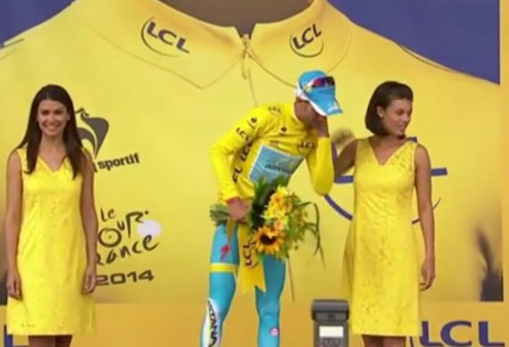 vincenzo nibali podium girl
