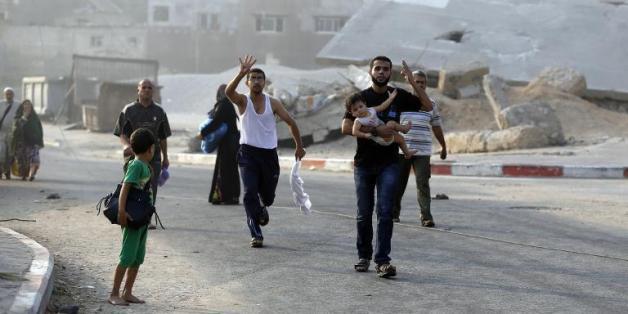 Des palestiniens fuyant le quartier de Chajaya