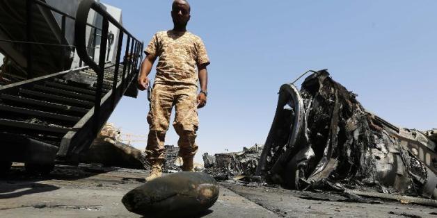 Sur le tarmac de l'aéroport de Tripoli, après les affrontements