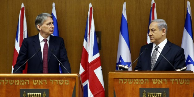 Israeli Prime Minister Benjamin Netanyahu (R) and British Foreign Secretary Philip Hammond hold a joint press conference on July 24, 2014 at the Knesset in Jerusalem. Speaking on his first official visit to the region since taking over as Britain's top diplomat, Hammond said London would do everything it could to help broker a quick end to the hostilities between Israel and the Palestinian Hamas movement which have so far claimed more than 730 lives in Gaza and 35 in Israel. AFP PHOTO/GALI TIBBO