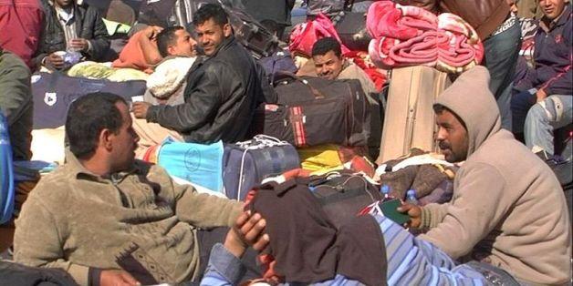 Des milliers de personnes fuyant la Libye restent bloquées au poste frontière de Ras Jedir en 2011 (photo d'archive)